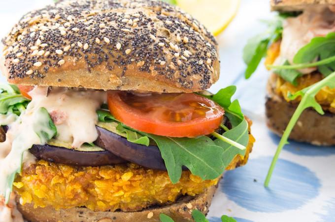 Vegane-Schnitzel-Burger-mediterran